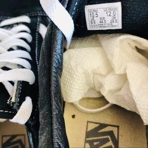 Vans Shoes - VANS • old school classic black & white sneaker